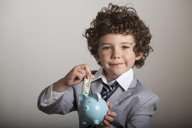 年齢別平均貯金額と毎月の貯金額