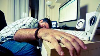 昼寝も仕事のうち!最も効率的な仮眠時間と効果について